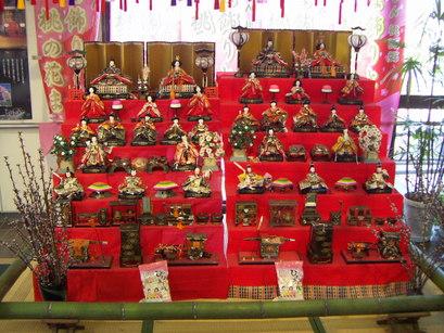 塩山駅の雛人形